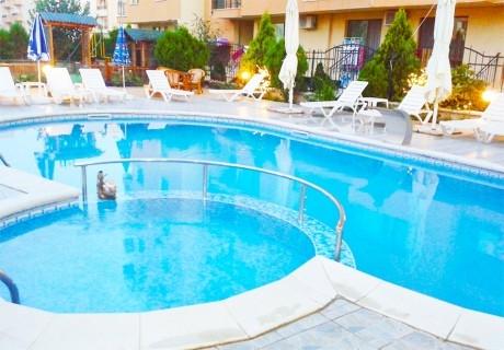 Нощувка на човек със закуска + басейн в Семеен хотел Мегас, Слънчев бряг