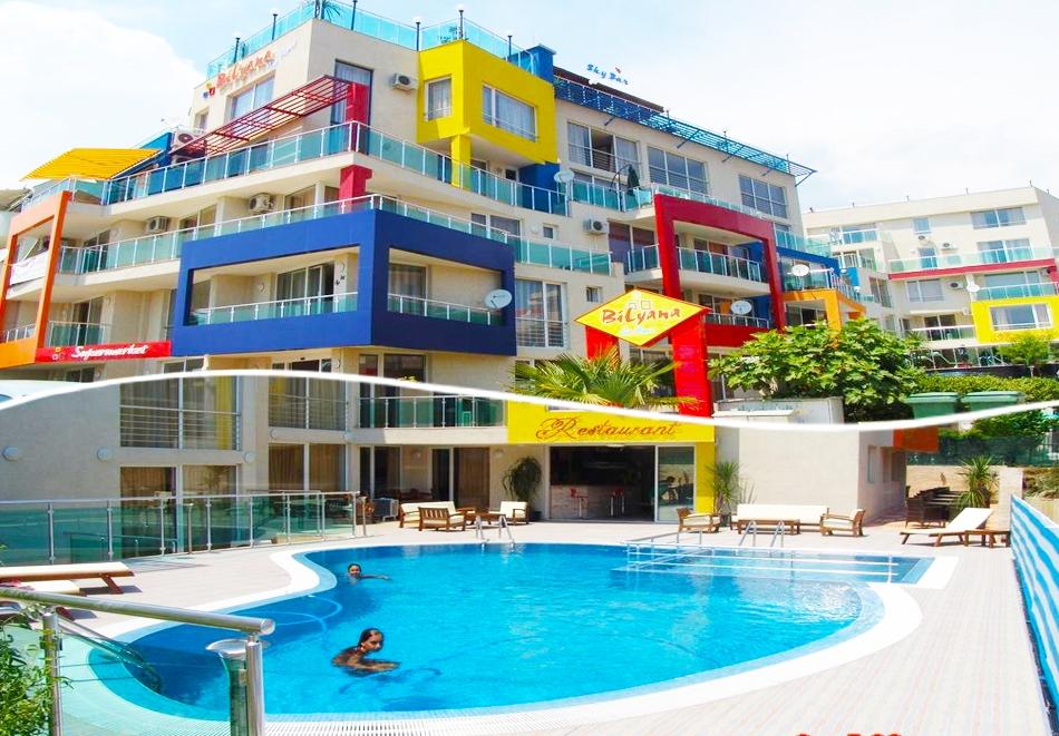 Нощувка на човек + басейн и джакузи в хотел Биляна, на 100 м. от плажа в Свети Влас