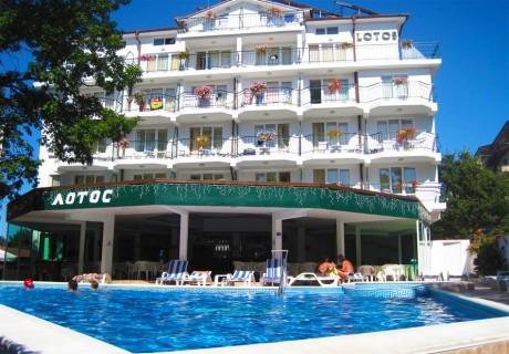 Почивка, до плаж Атлиман в Китен! Нощувка на човек със закуска и вечеря от хотел Лотос