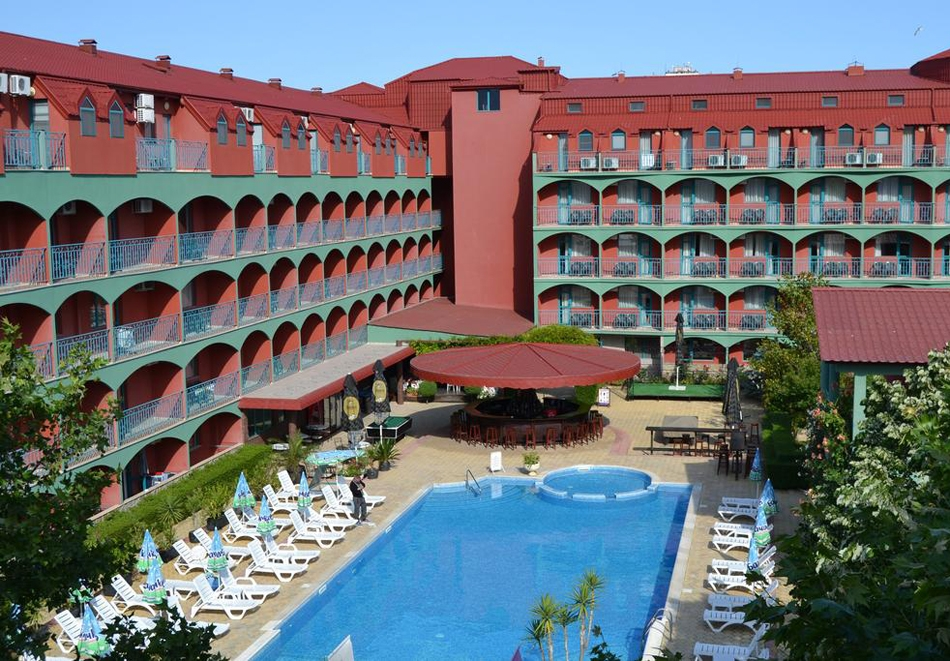 Нощувка за ДВАМА, ТРИМА ИЛИ ЧЕТИРИМА със закуска + басейн от хотел Кокиче***, Слънчев бряг