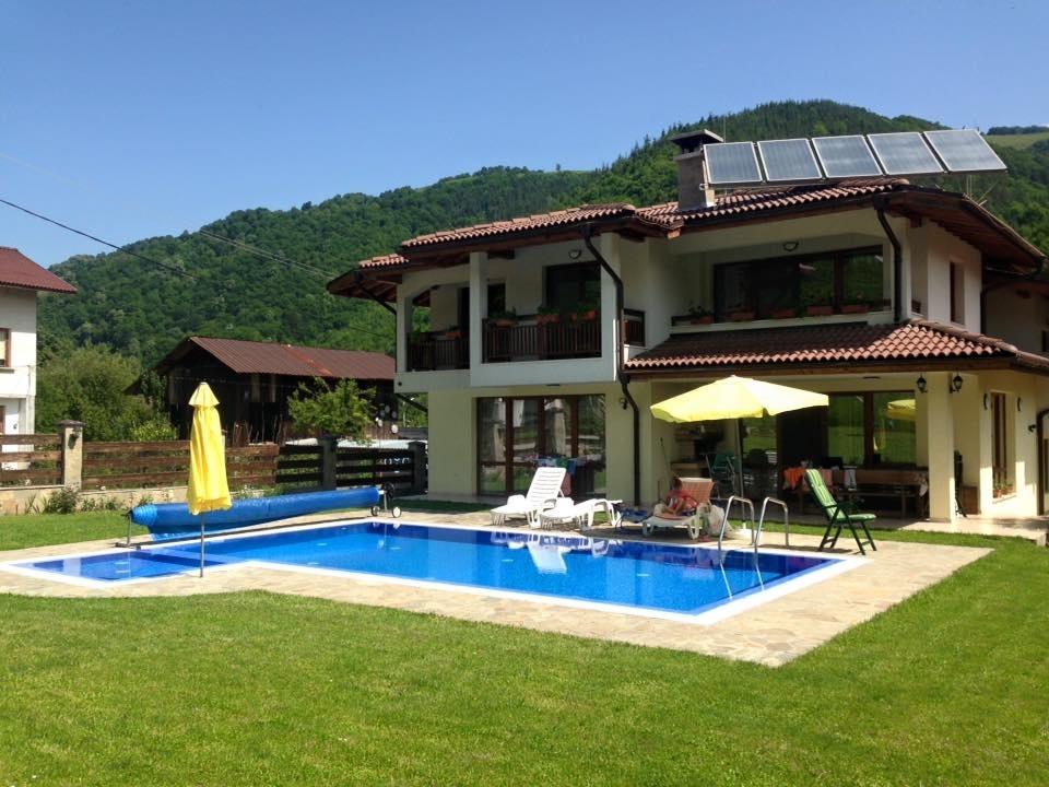 Нощувка за 11 човека + басейн, барбекю и още в къща Марина в Рибарица