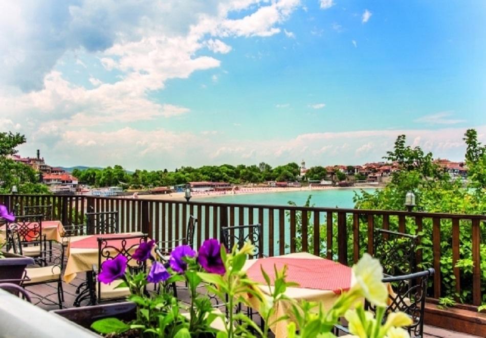 Лято 2019 в Созопол! Нощувка за двама, трима или четирима със закуска и вечеря + басейн от хотел Корал на метри от плажа