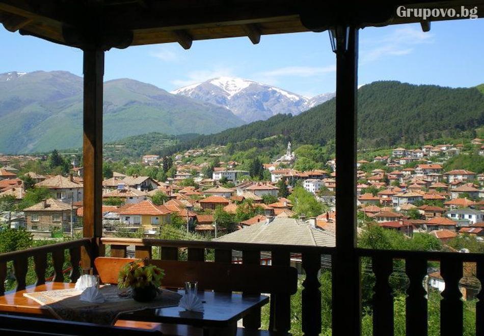 Нощувка на човек със закуска и вечеря в хотел Панорама, Калофер