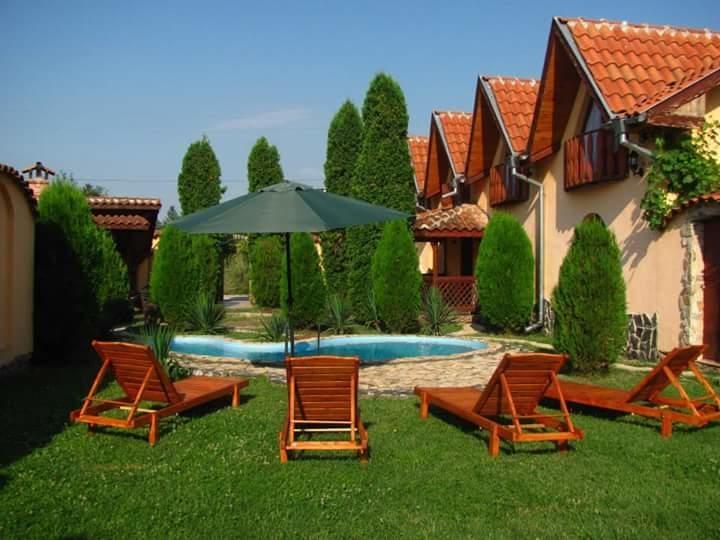 Нощувка за дo 14 човека край Враца в къща Миранда с трапезария, басейн и още - с. Краводер