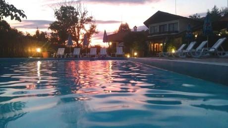 Лято в Априлци! Нощувка на човек със закуска, обяд и вечеря (по избор) + външен басейн от хотел Балкан Парадайс