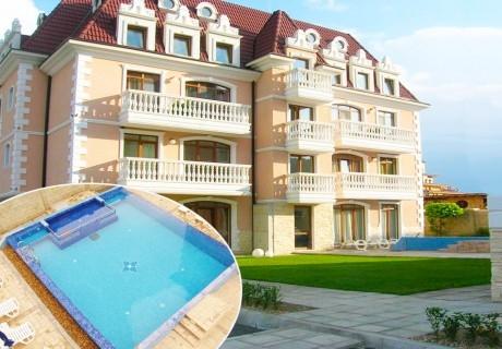 Нощувка за двама, трима или четирима + басейн на 200 м. от плажа в къща за гости Аристократ, Обзор
