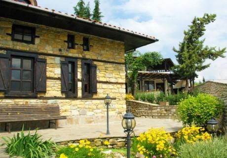 Нощувка за двама, трима или четирима  в Комплекс Стефанови къщи, с.Главатарци, край язовир Кърджали