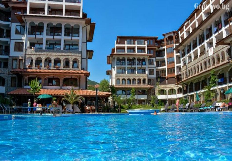 Нощувка + ползване на басейн от Апарт хотел Олимп, Свети Влас