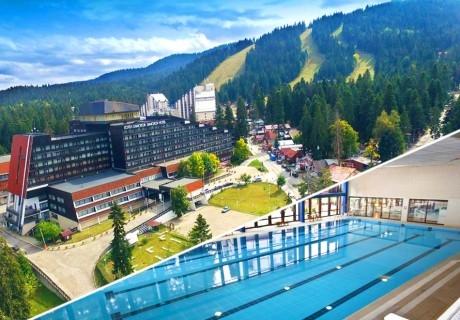 Нощувка на човек със закуска + басейн в хотел Самоков****, Боровец