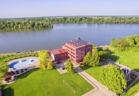 Почивка на брега на река Дунав! Нощувка на човек със закуска в хотел Престиж, Белене. Дете до 14г. - БЕЗПЛАТНО!