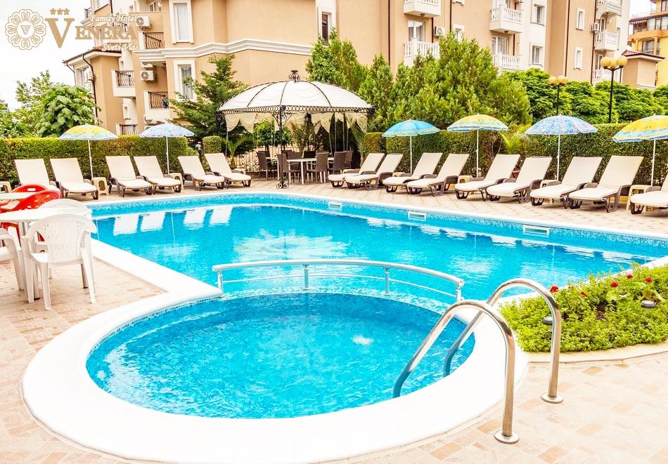 Нощувка + басейн в хотел Венера***, Св. Влас