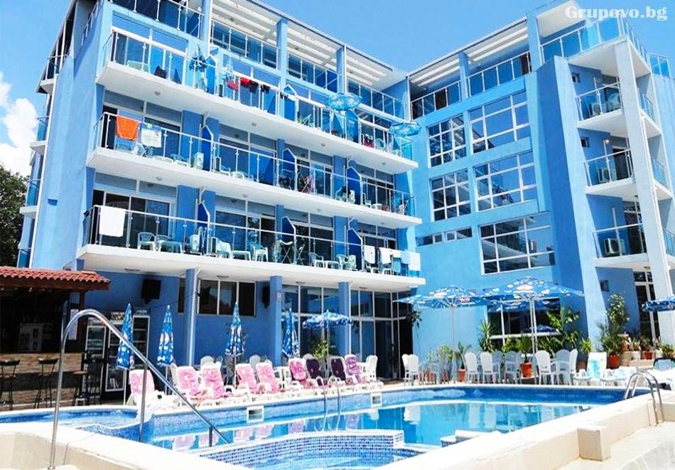 Нощувка на човек със закуска и вечеря + басейн и джакузи в хотел Китен Палас, на 50м. от морето