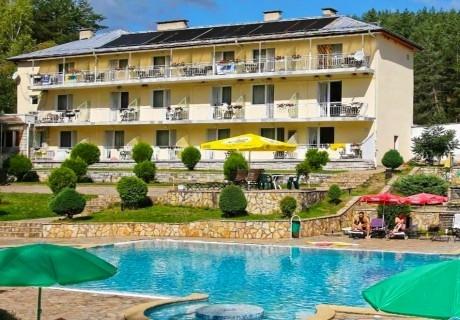 Лято във Велинград. Нощувка със закуска или закуска и вечеря + басейн в хотел Зора