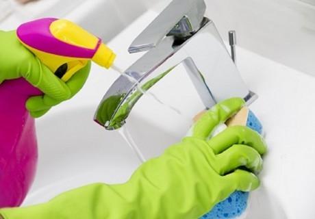 Професионално почистване на баня, тоалетна, остъкления до 80 кв.м. от Клийн Хоум, Бургас!