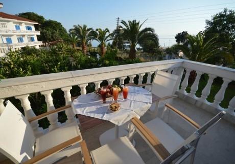 ТОП СЕЗОН на 20м. от морето в хотел Paraktio, Неа Каликратия, Гърция! Нощувка в студио за двама, трима или четирима