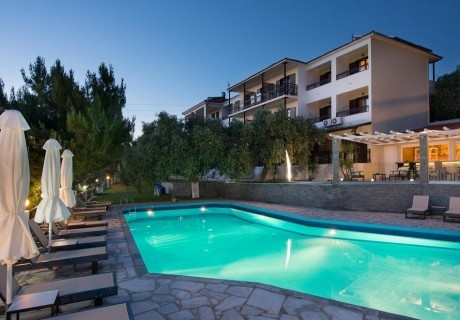 Топ сезон на о. Тасос, Гърция! Нощувка в двойна стая със закуска или закуска и вечеря + басейн в хотел Хотел Natassa***, Скала Потамия