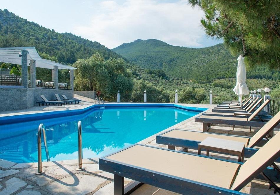 Май и юни на о. Тасос, Гърция! Нощувка на човек в супериорна стая със закуска или закуска и вечеря + басейн в хотел Хотел Natassa***, Скала Потамия