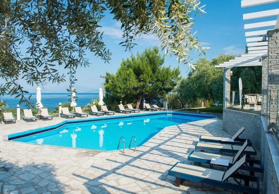 Топ сезон на о. Тасос, Гърция! Нощувка в супериорна  стая със закуска или закуска и вечеря + басейн в хотел Хотел Natassa***, Скала Потамия