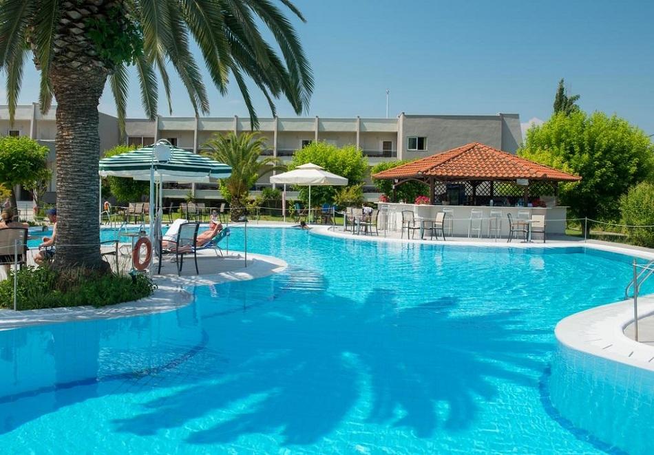 Лято 2019 на о. Тасос, Гърция! Нощувка на човек със закуска + басейн в хотел Aethria***
