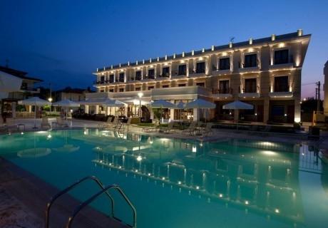 Семейна почивка със закуска и вечеря + басейн в 4- звездния Danai Hotel на Олимпийската Ривиера в Гърция!