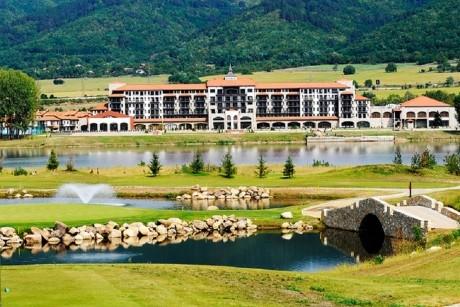 Семейна почивка в хотел РИУ Правец! 3 нощувки със закуски и вечери за двама + басейн, СПА и голф и боулинг 2 деца до 12г. - БЕЗПЛАТНО!
