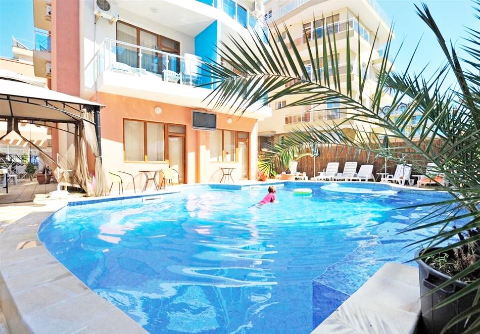 Нощувка на човек със закуска, обяд и вечеря + басейн в хотел Мираж***, Приморско