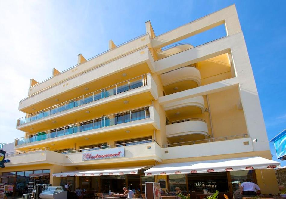 Нощувка на човек в хотел Атол на 150м. от плажа в Слънчев Бряг. Дете до 12г. - БЕЗПЛАТНО