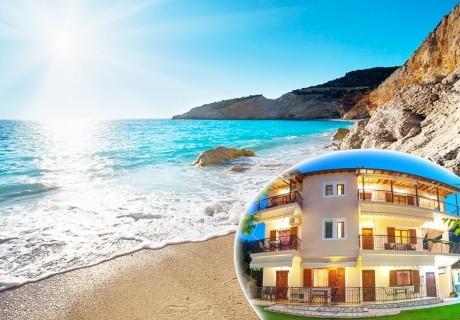 Септември на о.Лефкада на 200м. от морето! Нощувка за двама, трима или четирима + кухненски бокс и морски изглед на супер цена в Aggeliki Apartments**, Гърция!