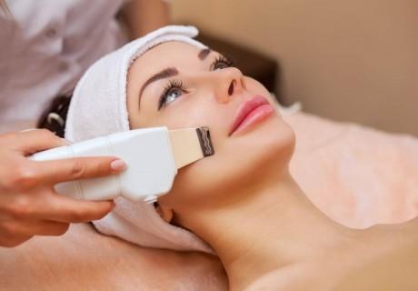 Почистване на лице с ултразвукова шпатула или мануалнo в козметично студио Bellisima Donna, София