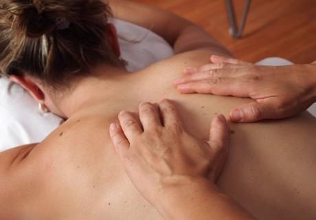 Релаксиращ масаж на гръб + пилинг с хималайска сол + престой в солен кът в Nail & Relax Bar, София