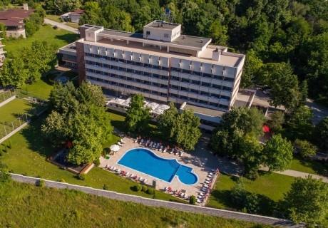 Уикенд в хотел Сана Спа****, Хисаря! Нощувка за ДВАМА със закуска + минерален басейн и СПА пакет