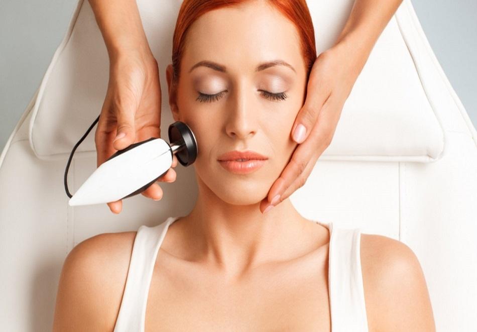 Терапия на лице, шия и деколте с RF или лифтинг масаж по избор  в козметично студио Bellisima Donna, София