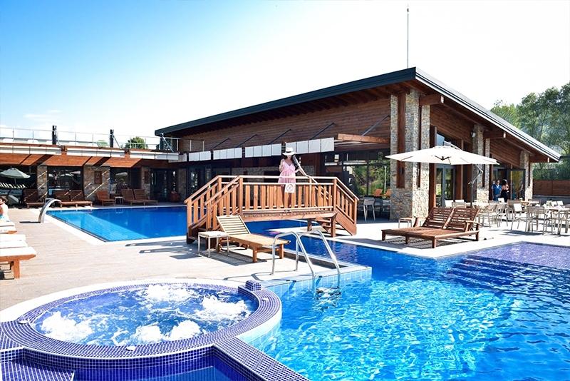 3 нощувки на човек със закуски + басейн и аквапарк в Регнум Апарт хотел и СПА*****, Банско + топли минерални басейни в Регнум Термал, с. Баня