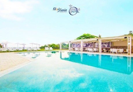 ТОП сезон на 50м. от плажа в Марония, Гърция! Нощувка на човек със закуска и вечеря с включени напитки + 2 басейна и анимация от хотел FilosXenia Ismaros**** ДЕЦА до 12г- БЕЗПЛАТНО!