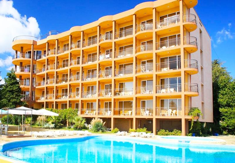 3, 5 или 7 нощувки на човек на база All Inclusive + басейн и собствен плаж от хотел Бона Вита, Златни пясъци. Дете до 12г. - безплатно!