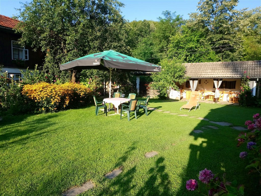 Нощувка за 8 човека + барбекю, китен двор с градина и още удобства, САМО за 120 лв. на вечер в къща Маришница в Априлци