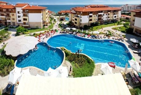 Нощувка на човек + басейни от Апарт хотел Райска градина****, на 1-ва линия край Св. Влас. Дете до 12г. - безплатно