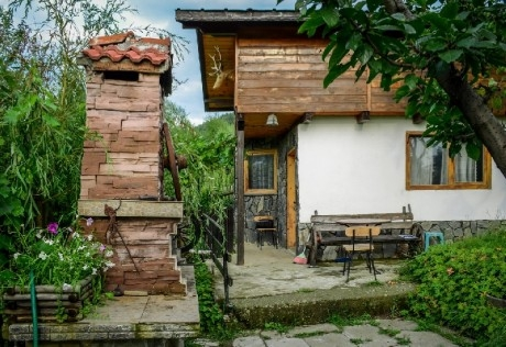 Нощувка за 4, 7 или 11 човека + механа с камина, барбекю и обширен двор в къщи Горски рай в Сапарева баня
