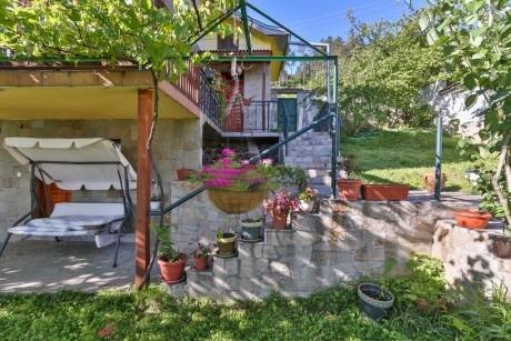 Нощувка за 8-10 човека+ механа в къща Терес в град Шипка