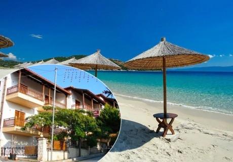 През лятото на 200м. от плажа на Неа Рода,Халкидики! Нощувка в двойно,тройно или четворно студио в хотел Alexandra,Гърция!