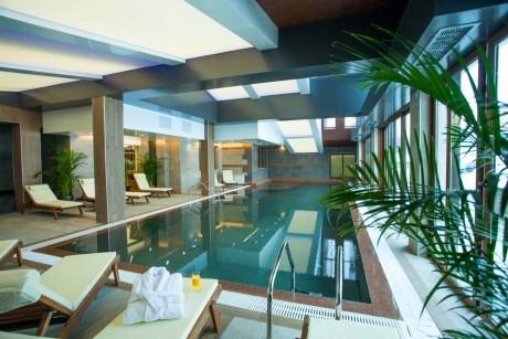 Пролет в Банско! Нощувка на човек със закуска или закуска и вечеря + басейн и релакс зона в хотел резиденс Амира*****