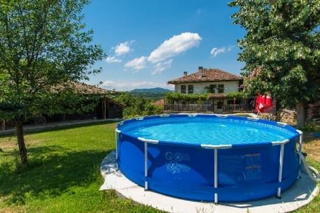 Почивка в Еленския Балкан! Нощувка за 11+1 човека + басейн, барбекю, механа и още удобства в къща Хриси - с. Донковци