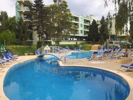 Лято в кк. Чайка! Нощувка на човек на база All Inclusive + басейн в хотел Силвър. Дете до 14г. - БЕЗПЛАТНО!