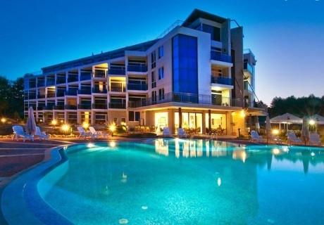 20.05 - 05.07 на брега на къмпинг Каваци, Созопол! 3 нощувки на човек със закуски + басейн от хотел Южна Перла