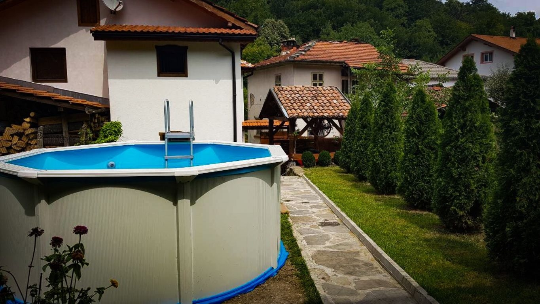 Нощувка за 6+2 човека + басейн, барбекю и механа в къща Драгия край Троян - с. Чифлик