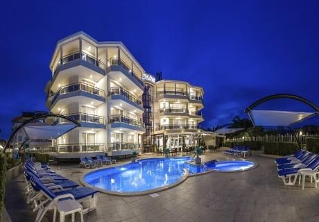 Релакс в Черноморец! Нощувка със закуска на човек + басейн от семеен хотел Адена***
