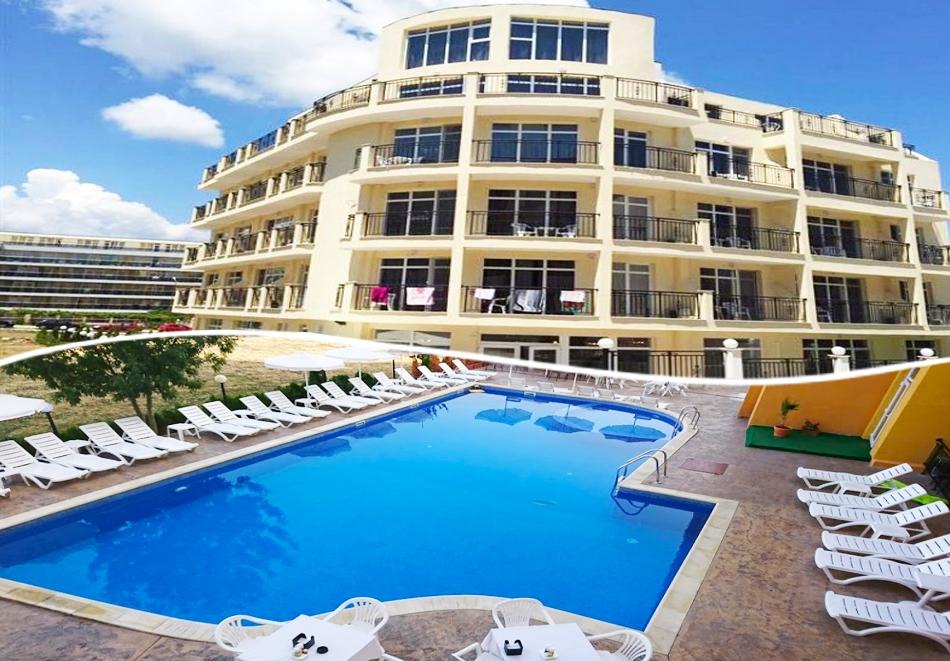 Нощувка на човек + басейн в хотел Ориос***, Приморско