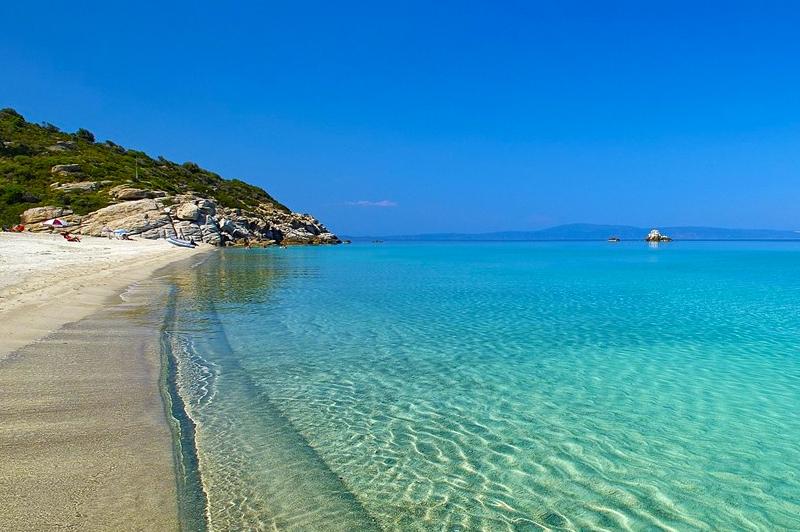 6+ нощувки в самостоятелна вила за до 6 човека с джакузи, на 60м. от морето във Вила Ивет, Паралия Офринио, Гърция
