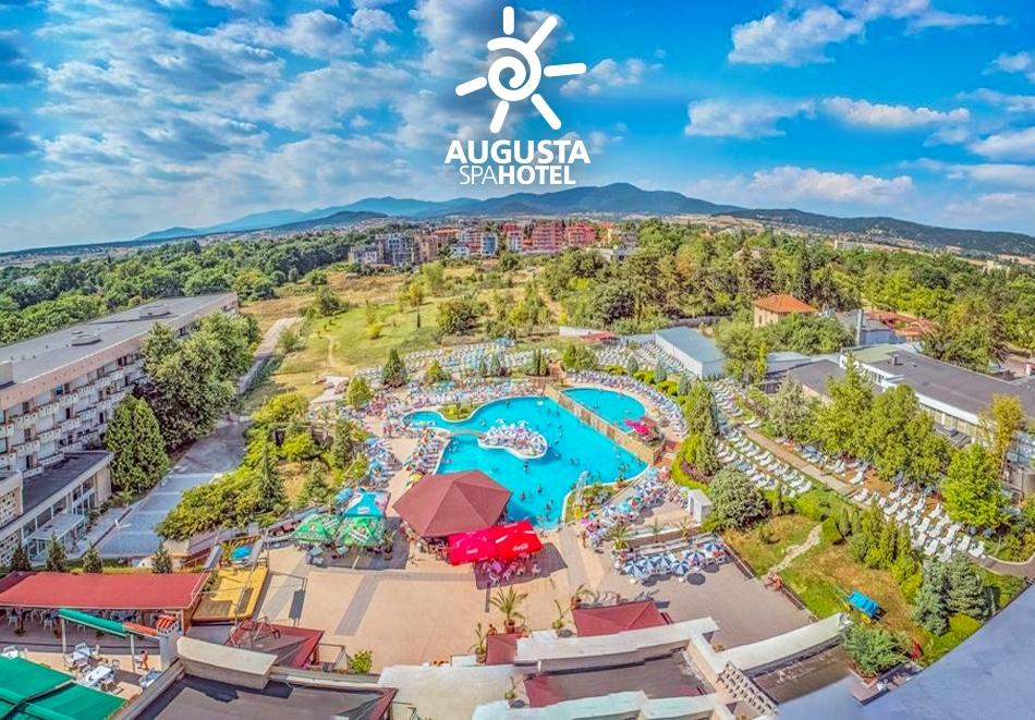 Една делнична нощувка за двама, трима или четирима със закуска + ТОПЛИ минерални басейни и джакузи в хотел Аугуста, Хисаря