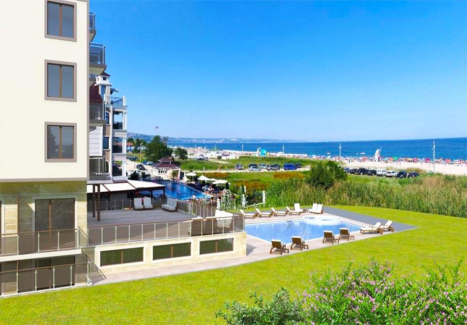 Лято 2019 на 1-ва линия в Кранево! Нощувка на човек в двойна икономична стая на база All inclusive + басейни, шезлонг и чадър на плажа от НОВООТКРИТИЯ хотел Верамар Бийч****